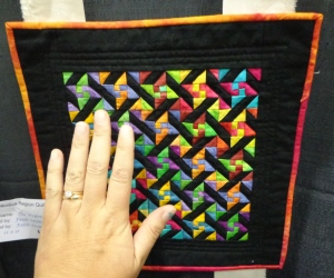 quilt-show-small-quilting-hanging