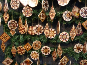 quilt-show-wooden-ornaments
