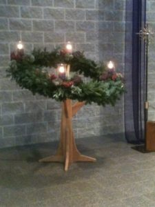 wreath-stand-dressed-up-side-view