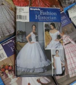 historical-dresses-patterns-chemise