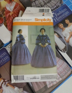 historical-dresses-patterns-visiting-dress